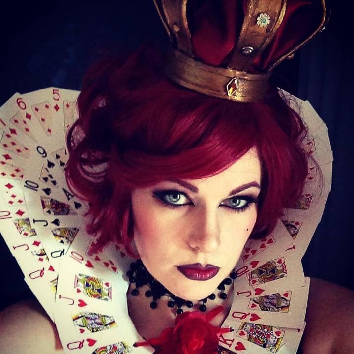 Tutorial: http://chrixdesign.blogspot.no/2015/12/red-queen-cosplay-alice-in-wonderland.html